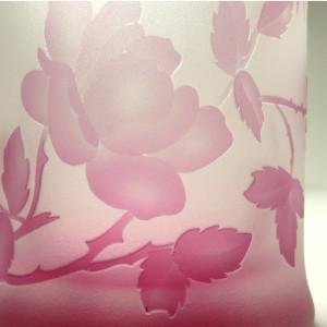 ピンク色のガラス ガラス彫刻